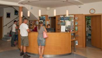 Fogászati központ recepció